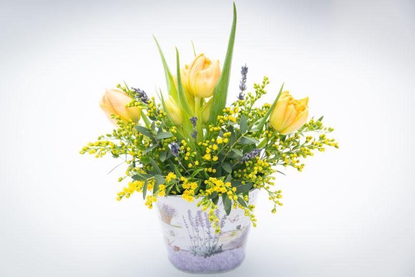 aranjament-floral-1-8-martie-4-820x547.jpg