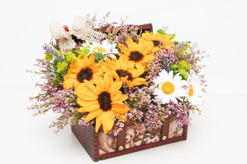 aranjament-floral-aniversar-floarea-soarelui-2-820x547.jpg