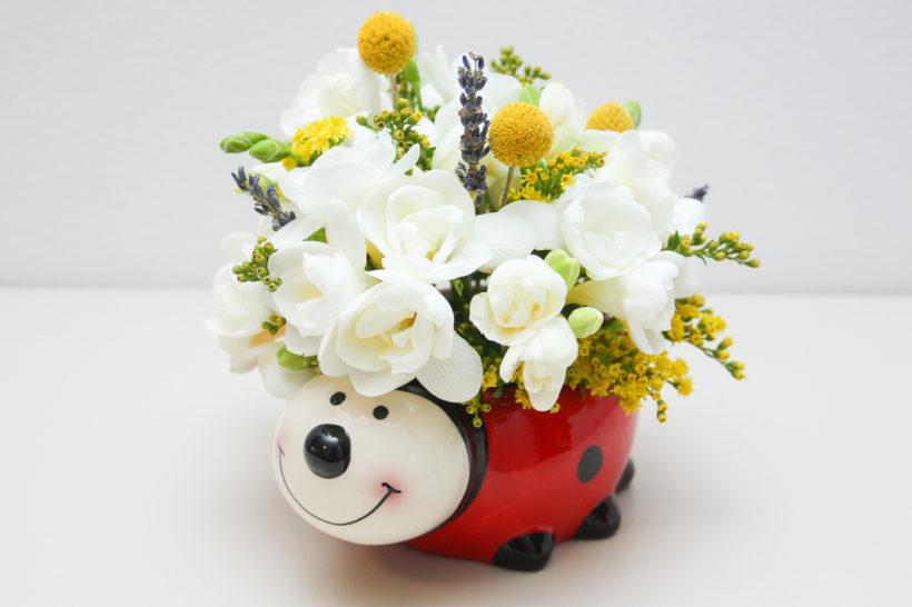 buburuza-florala-frezii-craspedia-solidago-lavanda-2-820x546.jpg