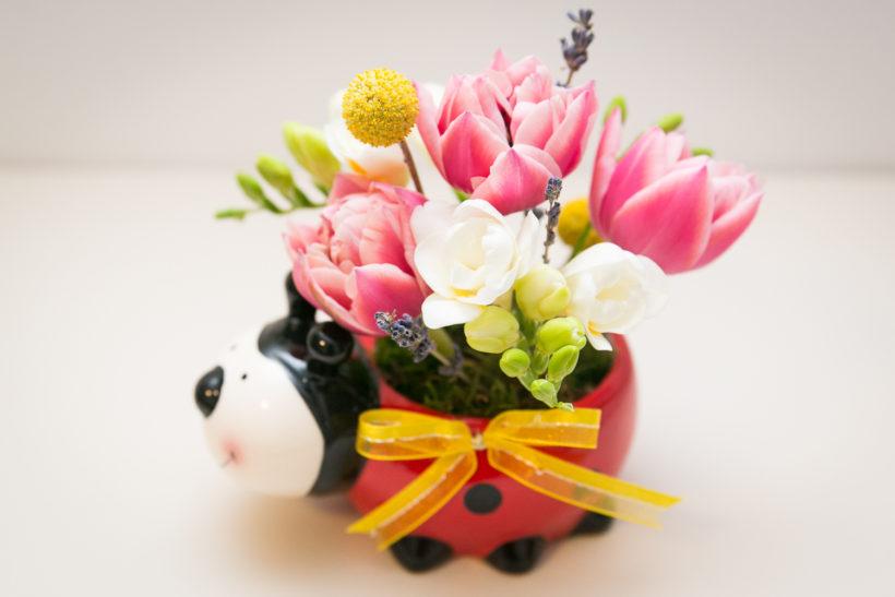 buburuza-florala-lalele-frezii-craspedia-lavanda-1-820x547.jpg