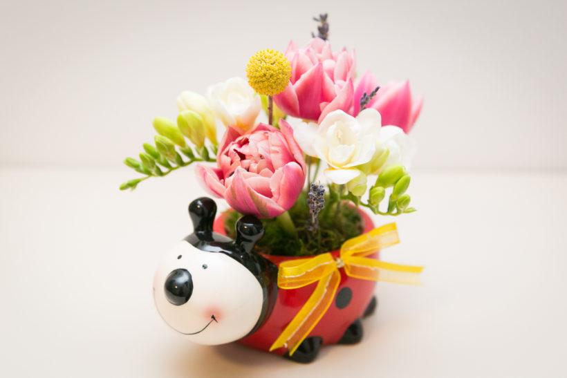 buburuza-florala-lalele-frezii-craspedia-lavanda-2-820x547.jpg