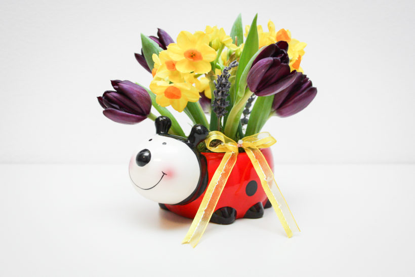 buburuza-florala-lalele-narcise-spray-lavanda-820x547.jpg
