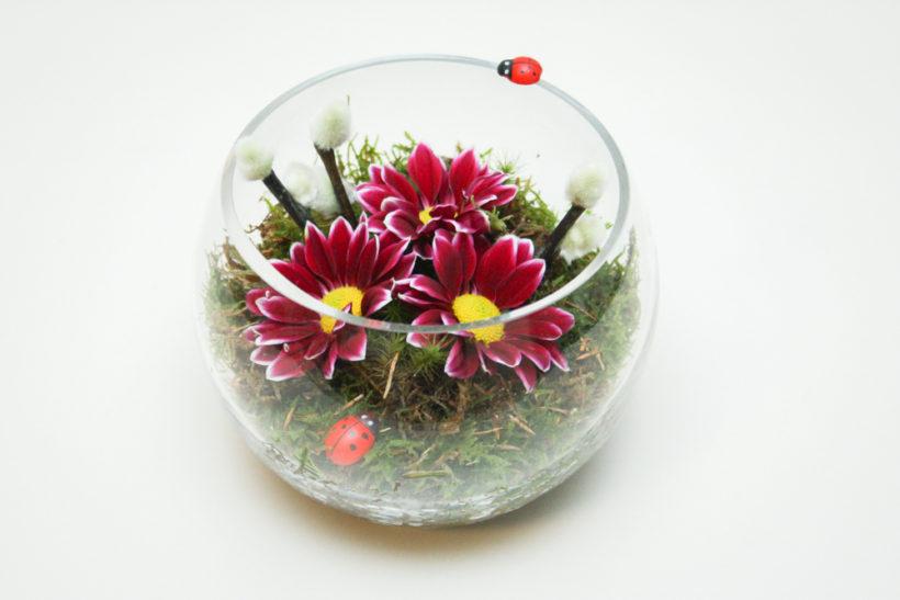 cadou-floral-in-bol-de-sticla-crizanteme-1-820x547.jpg