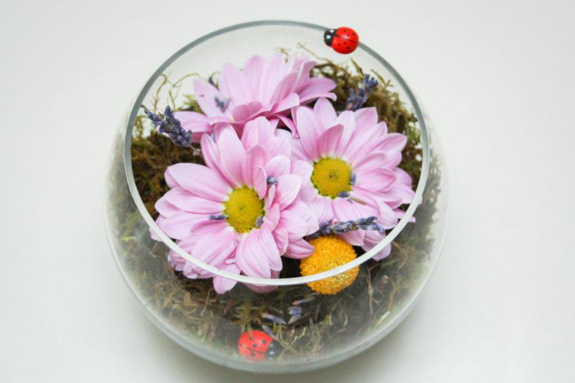 cadou-floral-in-bol-de-sticla-crizanteme-4-820x547.jpg
