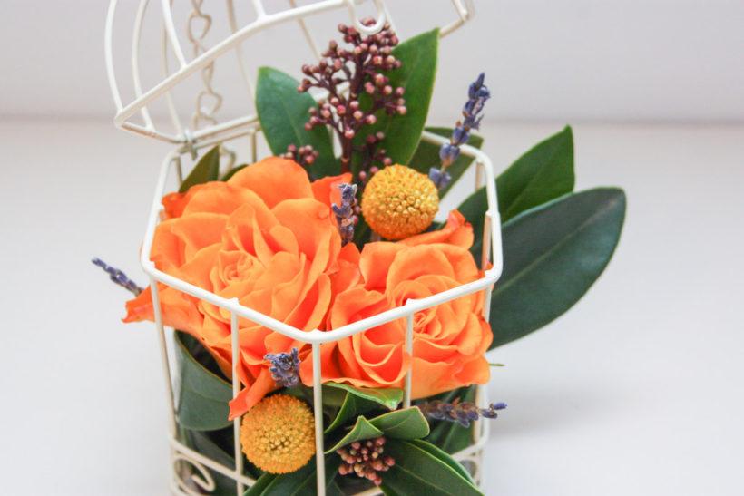 colivie-florala-trandafiri-craspedia-skimmia-2-820x547.jpg