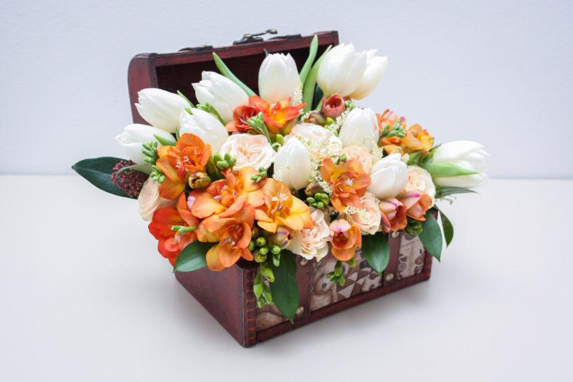 cufar-floral-lalele-frezii-miniroze-2-820x547.jpg