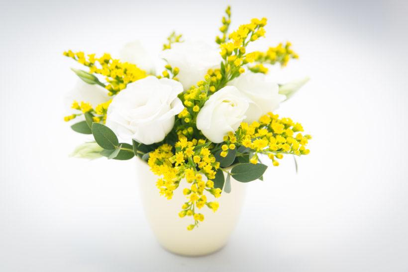 mini-aranjament-floral-lisianthus-solidago-1-820x547.jpg