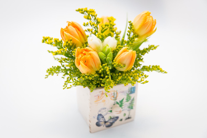 Aranjament Floral Lalele Frezie Solidago 2 Surprize Florale