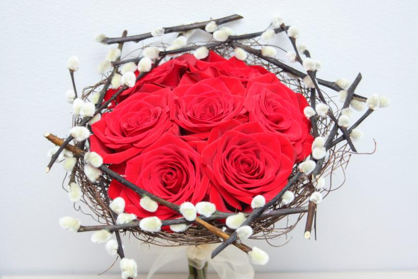 buchet-altfel-trandafiri-rosii-1-820x547.jpg