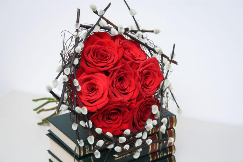 buchet-altfel-trandafiri-rosii-2-820x547.jpg
