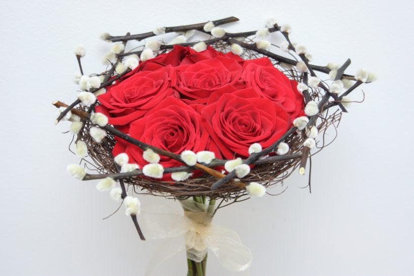 buchet-altfel-trandafiri-rosii-3-820x547.jpg
