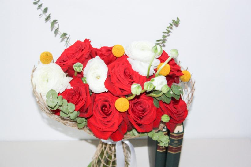 buchet-trandafiri-ranunculuscraspedia-820x547.jpg